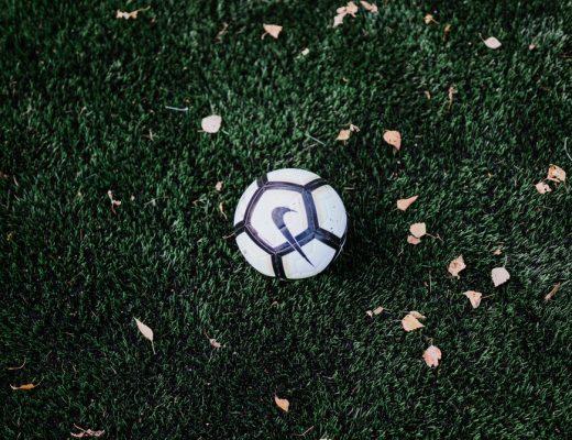 De 5 beste voetbalboeken van 2021