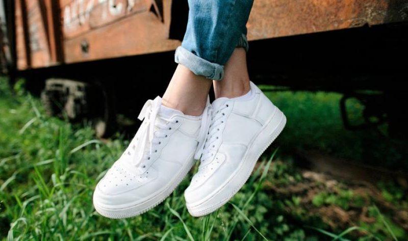6 tips om schoenen weer wit te krijgen